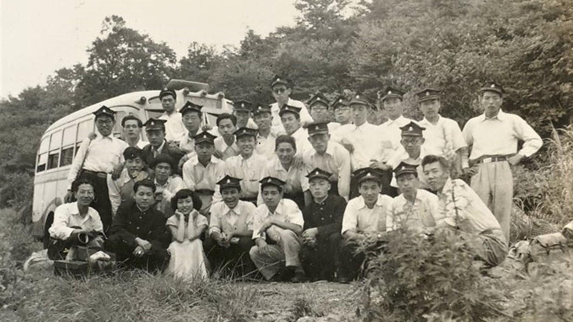 「遙かな友に」が誕生した1951年の夏合宿の地に到着したメンバー